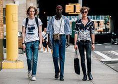 #FridayMood desde las calles de Nueva York. El #StreetStyle de #NYFW Mens en link en bio Fotografía: @garconjon  via VOGUE MEXICO MAGAZINE OFFICIAL INSTAGRAM - Fashion Campaigns  Haute Couture  Advertising  Editorial Photography  Magazine Cover Designs  Supermodels  Runway Models
