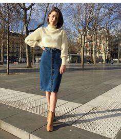 Midi Jeans Skirt: 25 Inspirations to Start Wearing This Item Today! - Midi Jeans Skirt: 25 Inspirations to Start Wearing This Item Today! Modest Clothing, Modest Dresses, Modest Fashion, Fashion Outfits, Fashion Jeans, Modest Wear, Fashion Top, Women's Clothing, American Apparel
