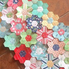 L👀ky at this super cute pile of hexies made by using my Cozy Christmas fabric.I love them so much Lori! Hexagon Quilting, Hexagons, Quilting Ideas, Quilt Patterns, Christmas Fabric, Cozy Christmas, Bee In My Bonnet, English Paper Piecing, Diy Tutorial