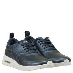 NIKE Sneaker Air Max Thea ► Die Sneakers AIR MAX THEA von NIKE kommen in trendiger Metallicoptik. Dank softer Futter- und Decksohle sowie typischer Laufsohle mit Air-Element bietet das Modell einen angenehmen Tragekomfort. Ob zum Sport oder lässig in alltägliche Looks integriert mit diesem Schuh setzten Sie gekonnt ein modisches Statement.