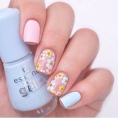 we're so in love with this cute naildesign created by @beautyaddictedd  it's simply perfect for spring  #essence #essencelove #essencecosmetics #nailpolish #nailsonfleek #naildesign #bbloggers #nailblogger #regram #sharingiscaring #instanails #tgnp #gelnailpolish #inlove #sobeautiful