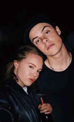 Eva and Chris Skam Skam Noora And William, Series Movies, Tv Series, Skam Cast, Chris And Eva, Skam Aesthetic, Couple Goals Tumblr, Norwegian People, Couple Goals Cuddling