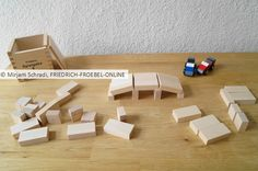 So baut man eine kleine Brücke mit den Bauklötzen der Spielgabe 6 nach Fröbel