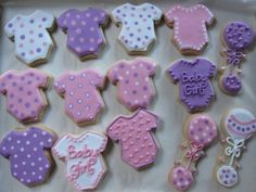 How cute!  I think I am gonna try making these for my bestie when she has her baby girl!  I will have to search for a onesie cookie cutter kinda quick!!!