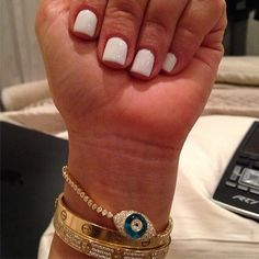 Kim K's short white naill. So clean and simple.  Love it