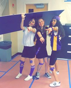 When a piece of cardboard is so so heavy you need three people to help you carry it #nshahs #sophshiriyah16 #nsshiriyah16