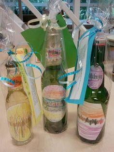 Vaderdagbiertje; het etiket door dochter/zoon ontworpen. Als kinderen van thuis het lievelings merk meenemen waar het etiket al af is, is dat wel zo makkelijk. Een flesje frisdrank of wijn kan ook natuurlijk.