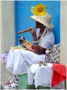 Cuban cigar in Havana Women Smoking Cigars, Cigar Smoking, Smoking Pipes, Cuban Women, Havana Cuba, Cigar Art, Havana Nights, Brown Cat, Colors