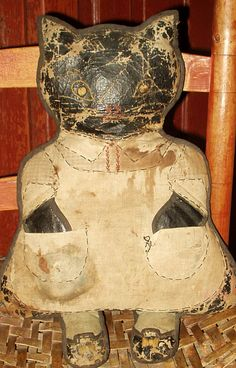 1920's stuffed oil cloth cat.  It's wild to think of all the other little future crazee cat ladiez played with this.  =^..^=