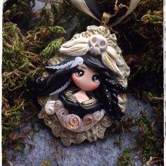 https://www.facebook.com/MarionsTraumlaedchen/posts/680756368717754.   Fimo doll