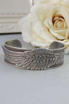 Angel Wing armband manchet Zilveren armband door ValleyGirlDesigns