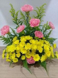 art karafiáty (63 pieces) Basket Flower Arrangements, Funeral Floral Arrangements, Tropical Floral Arrangements, Creative Flower Arrangements, Altar Flowers, Church Flowers, Funeral Flowers, Spring Flower Bouquet, Flower Bouquet Wedding