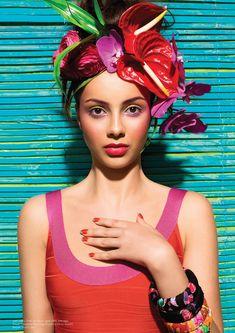 - very nice stuff - share it - Beautiful Bold Colours Carmen Miranda, Tropical Fashion, Colorful Fashion, Headdress, Headpiece, Havana Party, Costume Carnaval, Club Tropicana, Havana Nights