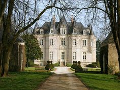 French Chateau for sale in 72 - Sarthe , Western Loire France. Located in the Le Mans area, this fine Château, built in 1846, has some lovel...
