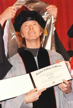 David Bowie receives his honorary doctorate of music degree from Berklee College of Music, Boston, 8 May 1999 © Arthur Pollock