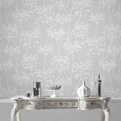 Carta da parati Aura Grey Wallpaper by Graham and Brown Hallway Wallpaper, White Wallpaper, Textured Wallpaper, Grey Bedroom Wallpaper, Wallpaper Lounge, Botanical Wallpaper, Glitter Wallpaper, My Living Room, Living Room Decor