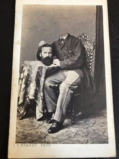 Antique-German-CDV-Photo-A-Headless-Man-Holding-his-Head-on-the-Table-RARE