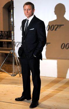08396594-750×1183 Rachel Weisz, Daniel Craig, Cashmere Suit, Best Bond, Tailored Suits, James Bond, Shirt Style, Handsome, Mens Fashion