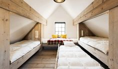 Zalig Aan Zee Selig am Meer (Zalig Aan Zee) ist das Motto der fünf Ferienhäuser in Knokke-Heist, dem mondänste Attic Bedroom Designs, Attic Bedrooms, Upstairs Bedroom, Built In Bunks, Built In Bed, A Frame House Plans, A Frame Cabin, Attic Renovation, Attic Remodel