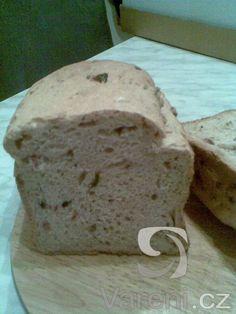 Chleba z domácí pekárny s vůní slaniny.