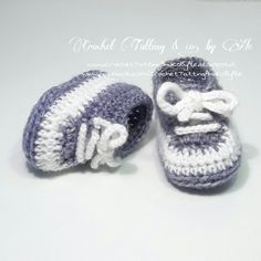 Today I want to introduce you to the last . Oggi voglio presentarvi l& modello di scarpine… Good morning, baby! Today I want to present you the latest model of shoes I created. A nice pair of sneakers to … - Crochet Pig, Crochet Wool, Crochet Baby Booties, Crochet Slippers, Love Crochet, Baby Blanket Crochet, Crochet For Kids, Baby Shoes Pattern, Knitted Booties