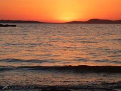 """🌅 Un breve recorrido por algunas de las mejores playas y calas de Ibiza en busca de relax y atardeceres de postal. Hoy nos adentramos en una pequeña parte de las Islas Baleares para mostrarte una breve panorámica sobre algunas de las playas y calas de #Ibiza. La isla blanca, también conocida como la isla bonita o """"de los ricos"""" no sólo es conocida como destino turístico por sus fiestas sino que ofrece grandes atractivos en sus costas además de su caso antiguo. #viaj"""