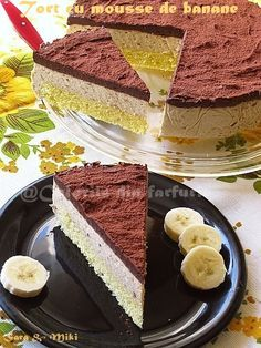 Tort cu mousse de banane ~ OMG m dying 😍 Yummy Treats, Delicious Desserts, Sweet Treats, Yummy Food, Holiday Desserts, No Bake Desserts, Food Cakes, Cupcake Cakes, Romanian Desserts