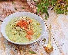 Broccoli courgette soep met gerookte zalm snippers   Kerst gerecht