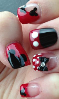 Mickey Nail Design - had these done for our last trip to Disney World. - more healthy things: www.crazymakeupideas.com