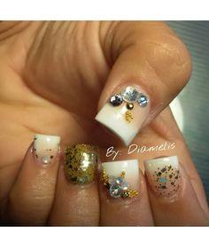 Gold/white... ♡By: Diamelis