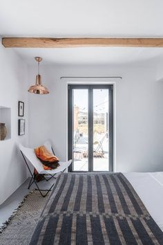 This is how we would describe this breathtaking summer home on the island Antiparos in Greece. It is perfect for a relaxed summer vacation. Cottage Design, House Design, Modern Minimalist House, My House Plans, Mediterranean Homes, Mediterranean Architecture, Rustic Room, Home Decor Inspiration, Inspiration Boards