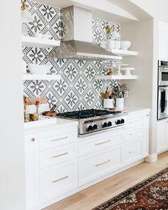 Black and white kitchen tile backsplash Deco Design, Küchen Design, Layout Design, House Design, Interior Design, Design Ideas, Design Inspiration, Design Shop, Kitchen Tiles