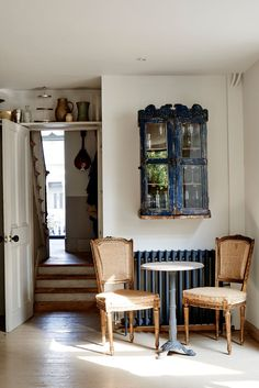 A Refined Terrace House in London by Cassandra Ellis - Remodelista Victorian Terrace, Victorian Homes, Victorian Townhouse, Interior Styling, Interior Decorating, Interior Design, Turbulence Deco, Ivy House, Interior Inspiration