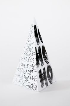 Contains one pyramid that you fold yourself and 8 circles to cut out and use for example the Christmas tree or as a label on the gift. Diy Christmas Pyramid, Noel Christmas, A Christmas Story, Christmas Design, Christmas And New Year, Winter Christmas, Christmas Crafts, Happy Birthday Jesus, Christmas Table Settings