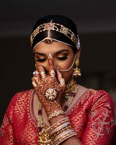 Calling onto all our South Indian brides out there, cause here's a complete list to a guide to all the South Indian Bridal Jewellery. South Indian Bridal Jewellery, Indian Bridal Photos, Indian Bridal Fashion, Indian Bridal Wear, Indian Wedding Jewelry, Indian Wedding Outfits, Bridal Outfits, Bridal Jewelry, Antique Jewellery Designs