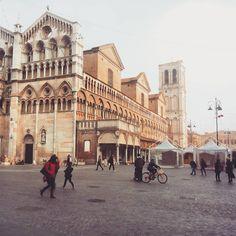 Piazza Trento Trieste in passato chiamata Piazza delle Erbe, Ferrara - Instagram by @laura_trovo per comunediferrara