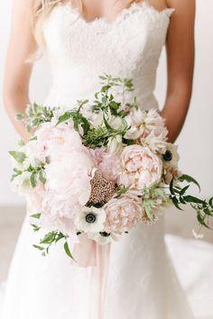 Stunning wedding bouquet - Garden roses, peonies, anemones bouquet | fabmood.com #bouquet