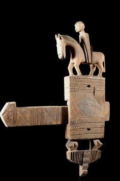 A Granary Doorlock From the Bamana People of Mali пикс Metal Art, Wood Art, Afrique Art, Door Knobs And Knockers, Under Lock And Key, Old Keys, Art Premier, Cool Doors, Art Africain