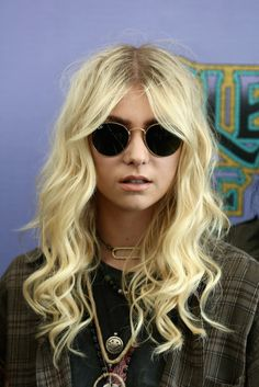 The Pretty Reckless nails an Oasis cover.
