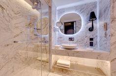 Marmura Calacatta Lucina, un superlativ absolut al elegantei Calacatta, Carrara, Interior Design Videos, Design Case, Bathtub, Mirror, House Styles, Marble, Furniture