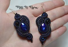 Earrings made by hand, feminine, unique and original. They are made in soutache technique goshawks stones and beads embroidered stripes. Faux leather back. Ultra light Length (approx): about 6.5 cm Width (at the Center): about 2.5 cm Color: Navy Blue Silver hook Can be customized