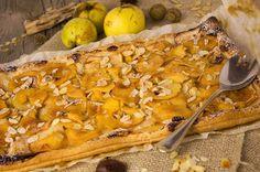 Saftige Quitten-Apfel-Tarte mit Marzipan und Mandelblättchen Apple Tarte, Food Porn, No Bake Pies, Marzipan, No Bake Desserts, Cheesesteak, Camembert Cheese, Berries, Healthy Summer