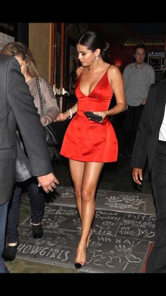 Red dress selina Gomez