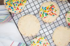 Our easy sugar cookies are simple to make and they can be made to fit any holiday or occasion with some colorful sprinkles. Learn how to make sugar cookies that the whole family can help decorate with sprinkles or sugar cookie icing. White Cookie Recipe, Giant Cookie Recipes, Sugar Cookie Recipe Easy, Sugar Cookie Frosting, Easy Sugar Cookies, Sugar Cookie Dough, Double Chocolate Cake, Chocolate Chip Cookies, White Cake Mix Cookies