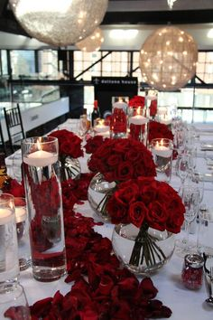 16 Trendy wedding table red roses centerpieces - New Site Best Wedding Colors, Wedding Color Schemes, Red Rose Wedding, Wedding Day, Black Red Wedding, Geek Wedding, Wedding Stage, Wedding Photoshoot, Farm Wedding