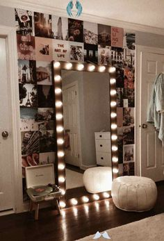 trwich 20+ Vanity Mirror with Lights Ideas (DIY or BUY) for Amour Makeup Room - Vanity ...,  #Amour #buy #DIY #Ideas #İnteriorkitchens #lights #Makeup #mirror #Room #Vanity<br> Cute Room Decor, Teen Room Decor, Girl Decor, Minimalistic Room, Dressing Room Design, Room Ideas Bedroom, Bedroom Decor, Bedroom Designs, Paris Bedroom