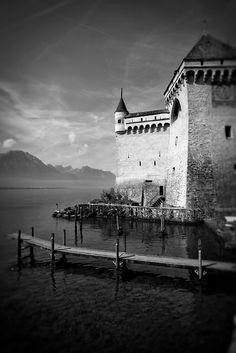 Scenic view of the Chateau de Chillon and Lake Geneva in Montreux, Switzerland  © John Bragg Photography