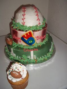 Brewers, Badgers, Packers cake (yellow cake)