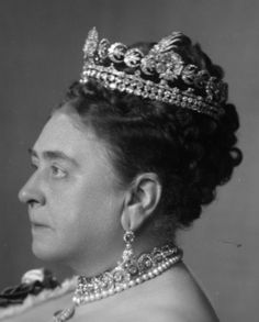 Side pic of the Duchess of Teck Tiara