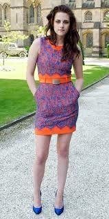 kristen stewart, orange and blue lace dress, cobalt heels